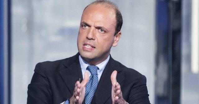 """Assemblea Pd, Alfano: """"Discorso Renzi è a nostro vantaggio"""". Brunetta: """"Cerca crisi"""""""
