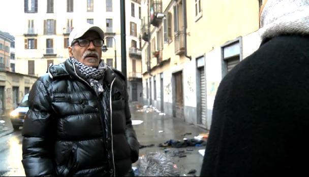 Servizio Pubblico, la storia di Antonio: ambulante per necessità