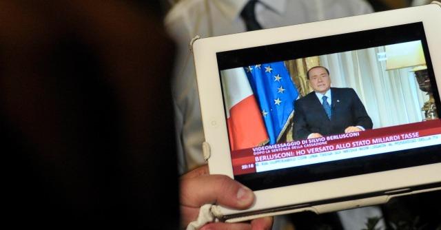 """Berlusconi: """"Gli italiani imparino a votare"""". E anche lui pensa a discorso di fine anno"""