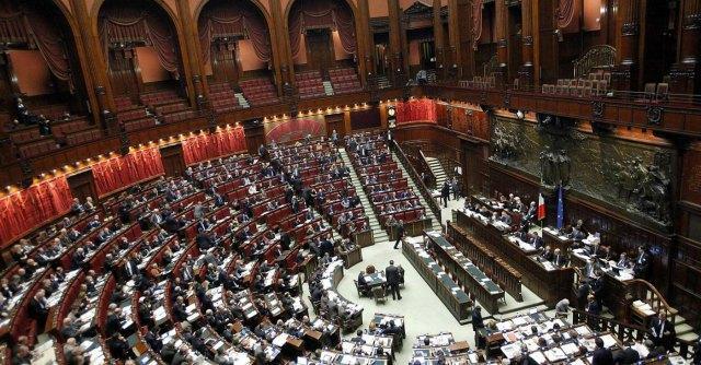 Finanziamento ai partiti, Renzi vuole far cadere il decreto per riformarlo