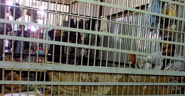 """Obama riduce la pena a otto detenuti condannati per droga: """"Legge ingiusta"""""""