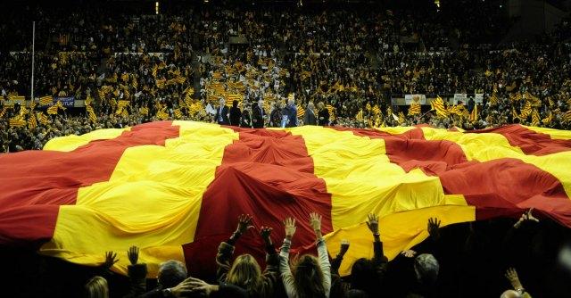 I calciatori del Barcellona con la maglia della Catalogna in campo l'indipendenza