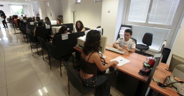 Ufficio Per Disoccupazione Milano : Centri per limpiego in italia da nord a sud. la guerra del lavoro