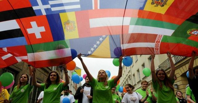 Italiani in fuga dalla disoccupazione: braccia e cervelli cercano lavoro all'estero