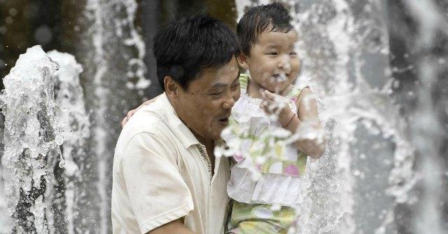 """Cina, stop alla """"politica del figlio unico"""". Adesso si potranno avere due figli"""