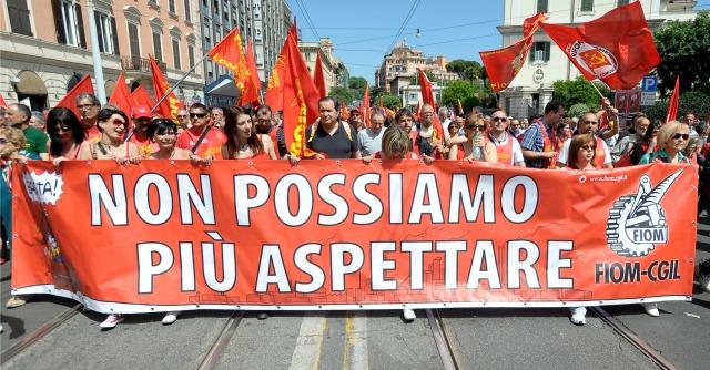 """Crisi aziendali, la mappa dell'Italia è diventata un """"cimitero"""" di croci del lavoro"""