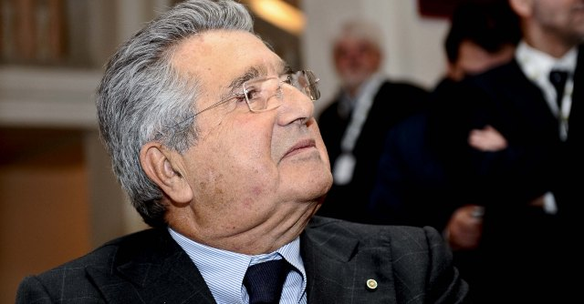 "Caso Web-tax, Grillo vs De Benedetti: ""Ignorante digitale, difende sciocchezza"""