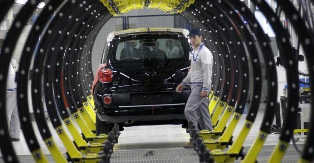 Crisi, la grande fuga delle aziende italiane a caccia di manodopera low cost