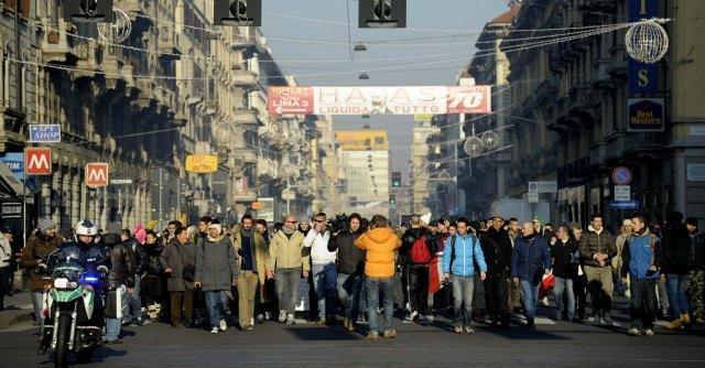 Sciopero Forconi, terzo giorno di protesta. Scontri Torino e Milano, blocchi in Puglia