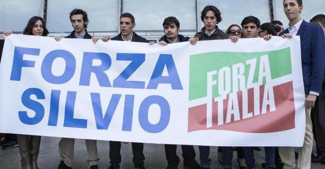 Berlusconi, i call center per convincere gli italiani a votare Forza Italia