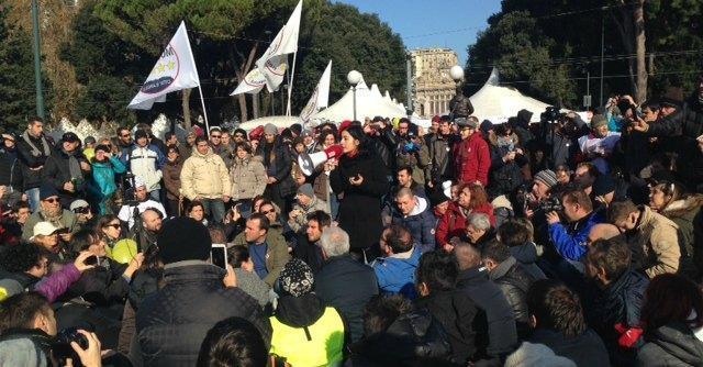 """V day Genova, Grillo: """"Abbiamo tolto finta sacralità a Parlamento"""""""