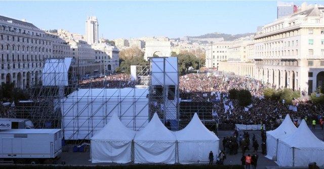 """V Day Genova, voci dalla piazza: """"Grillo ci emoziona. Ma la rivoluzione siamo noi"""""""