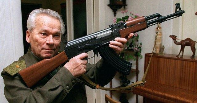 """Morto Kalashnikov, inventore dell'AK-47: """"Le vittime? Colpa dei politici"""""""