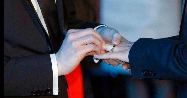 """Ue: """"Coppie gay hanno diritto a licenza matrimoniale come chi si sposa"""""""