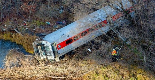 New York, un treno passeggeri deraglia nel Bronx: quattro morti e 63 feriti