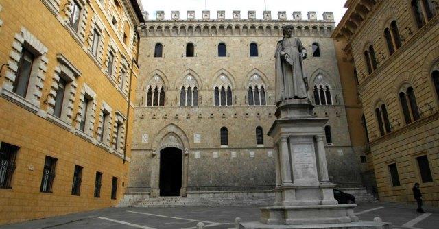 Monte dei Paschi, la Fondazione fa causa a Mediobanca, Unicredit e Intesa Sanpaolo