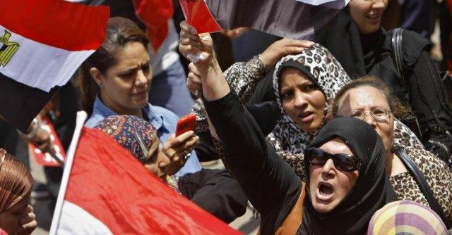 """Egitto, attacco alla polizia. Il premier: """"Fratelli musulmani sono terroristi"""""""