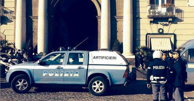 Napoli, busta esplosiva alla Prefettura: ferita una donna. Indaga la Digos