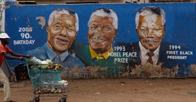 """Nelson Mandela morto, il mondo piange. Obama: """"Ora portiamo avanti le sue idee"""""""