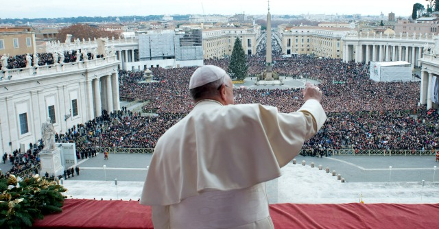 """Papa Francesco alla politica: """"Investire sui giovani, servono interventi per la famiglia"""""""