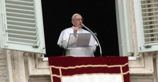 """Papa Francesco: """"Anche Gesù fu profugo, è un dovere accogliere i migranti"""""""