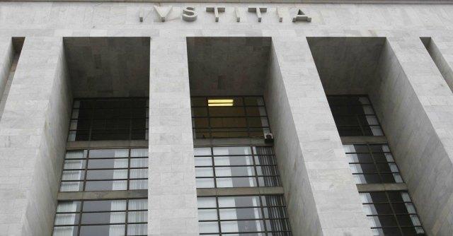 Milano, condannato per truffa lavorava come cancelliere in Procura