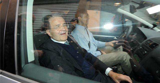 """Romano Prodi: """"Per salvare l'Italia bisogna sostenere le banche"""""""