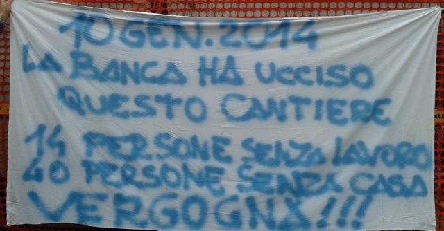 """Finale Emilia, terremotati occupano la banca: """"La burocrazia uccide i cantieri"""""""
