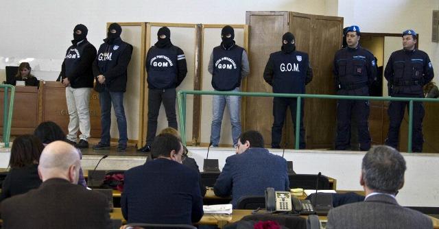 """Totò Riina a Lorusso: """"I fratelli Graviano avevano Berlusconi"""""""