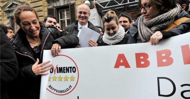 """M5S, il Meetup di Palermo scomunica i senatori """"critici"""" Campanella e Bocchino"""