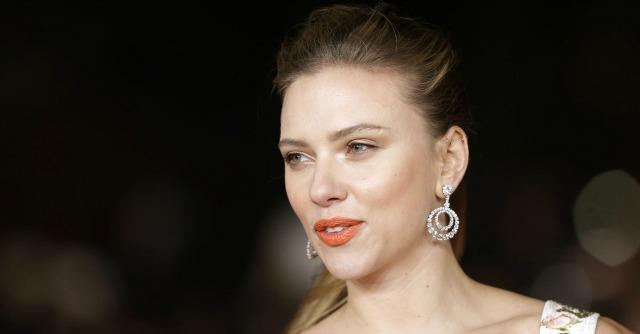 Scarlett Johansson star di un'azienda in Israele. Lascia Oxfam in polemica