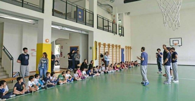 """Scuola di tifo, ragazzi e genitori a lezione dagli atleti: """"Per lo sport senza violenza"""""""