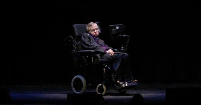 """Stephen Hawking e i buchi neri: """"Non esistono"""". Lo studio su Nature"""