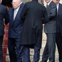 Vaticano, Pier Silvio Berlusconi (dietro Confalonieri)