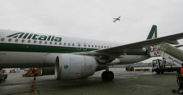 """Alitalia avvia procedura esuberi. Sindacati: """"Ci aspettiamo proposta diversa"""""""