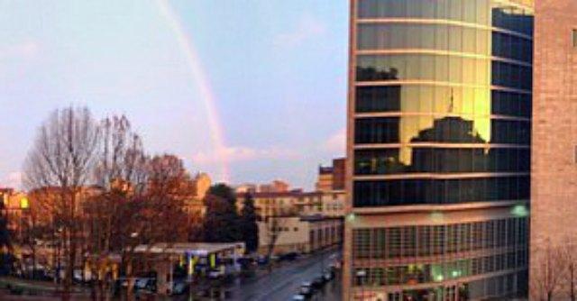 Milano, il primo arcobaleno del 2014 spopola su Facebook. Ecco le foto