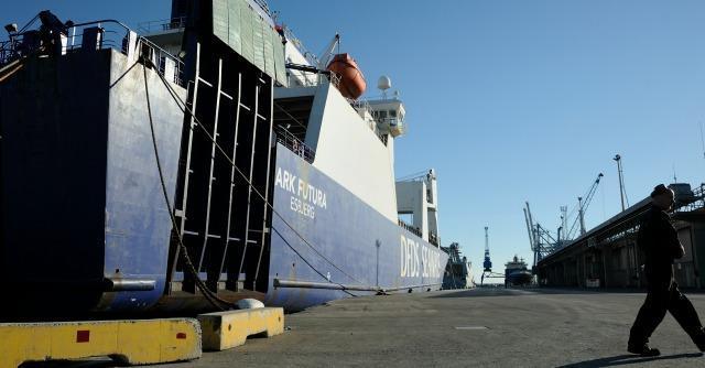 """Nave con armi chimiche verso il porto di Gioia Tauro. """"Valutiamo se chiuderlo"""""""