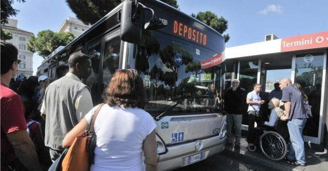 Roma, Marino annuncia cambiamenti per Atac. Ma la strada è ancora lunga