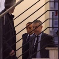 Berlusconi accolto nella sede del Pd dal portavoce del partito Lorenzo Guerini