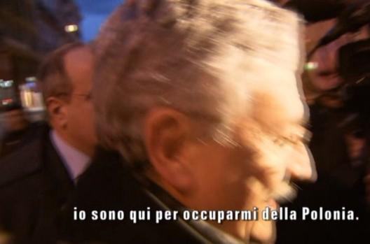 """Servizio Pubblico, D'Alema su scontro Renzi-Cuperlo: """"Mi occupo della Polonia"""""""