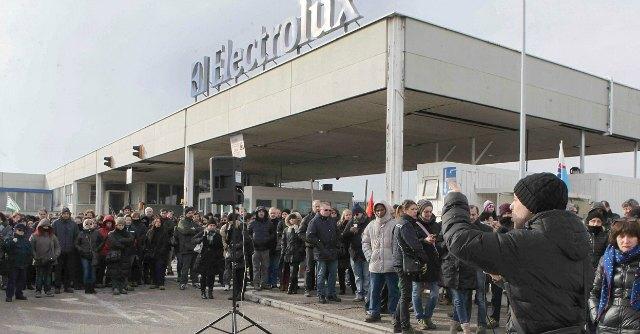 Electrolux, scioperi nello stabilimento di Forlì: portinerie e cancelli bloccati