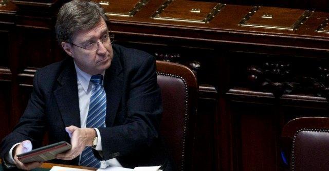 Lavoro, il Jobs Act di Renzi stoppato da Giovannini. Ma Bruxelles lo promuove