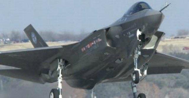 """F-35, richiamo del Pentagono all'Italia: """"Meno aerei, meno posti di lavoro"""""""