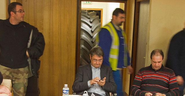 Francia, operai Goodyear sequestrano due dirigenti in fabbrica