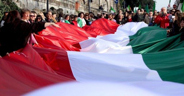 """""""Italiani all'estero, ecco come non passano le loro giornate"""""""