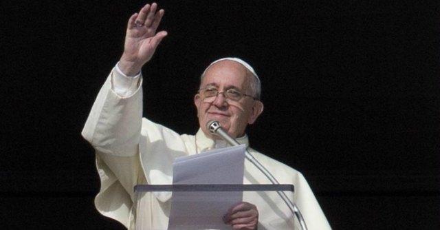 """Papa Francesco, benedizione per l'Italia: """"Guardare al futuro con fiducia"""""""