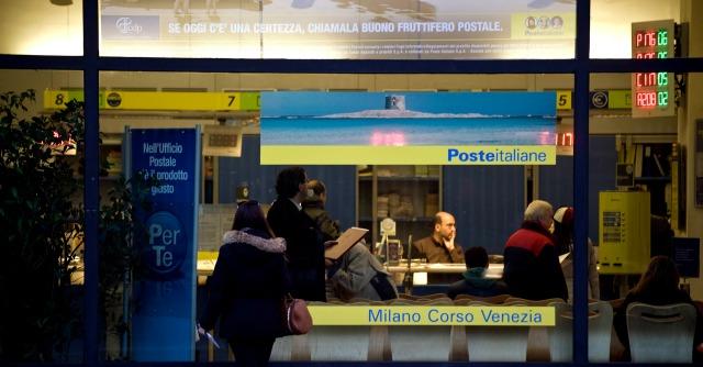 Poste Italiane, l'esecutivo dà il via libera alla privatizzazione truffa