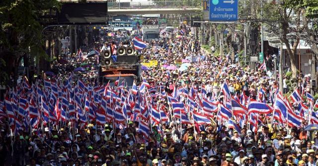 """Thailandia, occupy Bangkok anti-governo: """"Via gli Shinawatra e lotta a corruzione"""""""