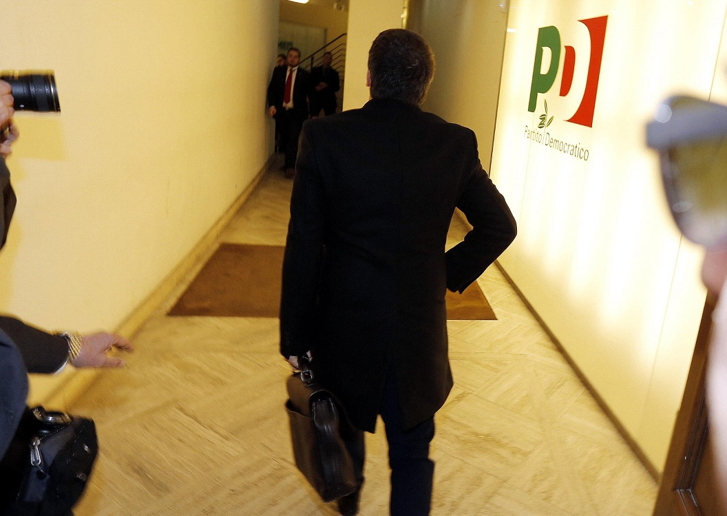 Il segretario è arrivato nella sede del Pd a Roma con un'ora di anticipo e lì ha atteso Berlusconi per un'ora