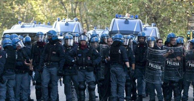 """Milano, scontri per neofascisti in Ateneo. Rettore: """"Non sapevo chi fossero"""""""